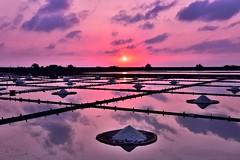 井仔腳鹽田夕陽 (丸子呆) Tags: 台南 井仔腳 北門 taiwan tainan 夕陽 sunset saltpan 鹽田