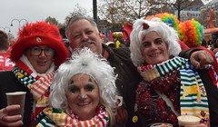 Meeting the Germans! (sfPhotocraft) Tags: germans martinmas germany fest havingfun costumes 2016 köln