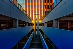 Rotgold und Blau (EberhardPhoto aus Hagen) Tags: symmetrie architektur