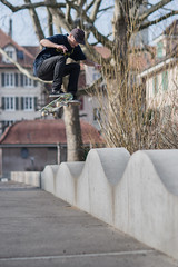 Boris, fs pop Shuve-it (Fabio Stoll) Tags: bern skateboarding skate skatephotography skateboard slide sony alpha 99 zeiss 85mm f14 godox ad360 switzerland ajvt streetskate personen magazine swiss frontside shuveit