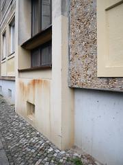 Wenig Blau. / 25.11.2016 (ben.kaden) Tags: berlin berlinmitte koppenplatz wbs70 plattenbau spandauervorstadt wenigblau 2016 25112016 architekturderddr waschbeton