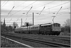 86101 Offord Cluny (Jason 87030) Tags: black white bbw bw 86101 87022 offordcluny ecml wires elctric actraction locomotive noir blanc britishrail 2007 november canon boundsgreen hull donny hulltrains doncaster coaches coachingstock crossing ts lineside location mono frame border tracks xing image birthday mk3 church setting spire class86 al6