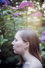 (Esther'90) Tags: portrait portraitphotography portraitwoman portraiture woman womanportrait summer sunshine summertime sunlight summerafternoon sunny backlight bokeh backlighting bokehbackground garden flowers hydrangea leafs leaves nature natural naturallight
