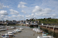 Normandie (France) - Port-en-Bessin (Massimo Battesini) Tags: sea mer france port puerto boat europa europe barca mare fuji village barche porto finepix fujifilm normandie bateau normandy francia fujinon calvados normandia nationalgeographic paese villaggio bassenormandie portenbessin worldcitycenters xt1 portenbessinhuppain bassanormandia worldtrekker fujinonlensxf1855mmf284rlmois fuji1855 fujinonxf1855 fujinonxf1855mm fujifilmxt1 fujixt1