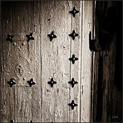 Open The door (edu_izu) Tags: door bw vintage bwzaragoza bwzaragozaarquitectura