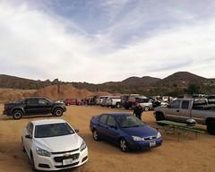 005 The Parking Lot Fills (saschmitz_earthlink_net) Tags: california cars parkinglot hills orienteering rockformations aguadulce vasquezrocks losangelescounty 2015 laoc losangelesorienteeringclub