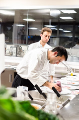 Luca Landi interpreta l'olio (scuolatessieri) Tags: chef tirrenia stellamichelin privilegio olioextravergine showcooking lunasia lucalandi primoevento scuolatessieri fogliaviola