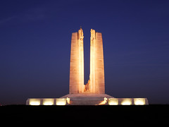 Vimy by Night Ter (InLoveWithSnow) Tags: monument night souvenir guerre nuit nordpasdecalais vimy mmorial poselongue