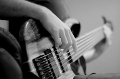 Playin' the bass. Dieburg 2015. (forzarwe) Tags: monochrome prime festbrennweite bass guitar gitarre pentax k5ii m42 smc takumar 55mm music musik musiker musician hnde hands vintagelens