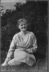 "Archiv Chr046 Im ""Juni 1928"" (Hans-Michael Tappen) Tags: archivhansmichaeltappen fräulein kleidung outfit 1928 1920s 1920er jungefrau"