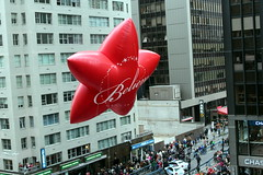 2016 Macy's Thanksgiving Day Parade: Macy's Red Believe Star (wallyg) Tags: thanksgivingparade macysthanksgivingparade parade balloon macys star believe redstar believestar maycsredbelievestar