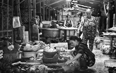 Can Tho Market (Feca Luca) Tags: street asia reportage people market mercato blackwhite indoor backlight controluce vietnam nikon