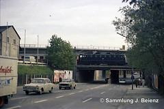 Mnchen 1970 Balanstrasse Eisenbahnberfhrung (Pacific11) Tags: mnchen munich 1970 1971 vintage alt selten bilder bayern balanstrasse unterfhrung