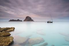 Final del verano (Mplanells) Tags: mar playa nubes hamacas caladhort barcoscaladhort