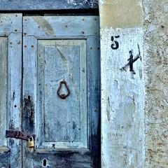maria (archifra -francesco de vincenzi-) Tags: door blue azul square 1 puerta italia blu 5 maria porta porte nome minimalism minimalismo n°1 carré portone bleau molise dettaglio rurale minimalart battente n°5 urbandetail stipite rocchettaalta rocchettaalvolturno artminimalisme archifraisernia altovolturno francescodevincenzi
