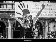 hands (magicoda) Tags: street venice sea people blackandwhite bw italy woman sun white black feet water panties backlight hair see donna hands nikon italia foto wind candid panty mani skirt curioso tourist bn persone thong voyeur barefoot blonde wife upskirt fotografia vpl dslr sole venezia nero sandal gonna piedi biancoenero controluce vento turisti seethru correr turista veneto d300 downblouse bionda 2015 vedere perizoma turists equilibri blackwhitephotos turiste streetphotografy magicoda davidemaggi maggidavide
