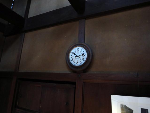 囲炉裏の間にある時計。|吉島家住宅