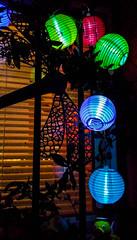 2016-10-09  Le p'tit bal aux lampions (Andr Verchuren et son orchestre) (Robert - Photo du Jour) Tags: octobre 2016 aufildutemps leptitbalauxlampions andrverchurenetsonorchestre lampion couleur clairage dehaors fentre bleu vert
