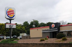 Burger King, Chippewa Falls Wisconsin (Cragin Spring) Tags: fastfood restaurant burgers hamburgers sign burgerking building wisconsin wi midwest unitedstates usa unitedstatesofamerica chippewafallswisconsin chippewafalls chippewafallswi
