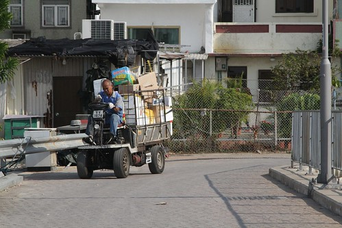 Delivering goods by motorised buggy