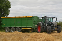 Fendt 720 Tractor with a Broughan Engineering Mega HiSpeed Trailer (Shane Casey CK25) Tags: fendt 720 tractor broughan engineering mega hispeed trailer blackbeauty green agco fermoy grain harvest grain2016 grain16 harvest2016 harvest16 corn2016 corn crop tillage crops cereal cereals golden straw dust chaff county cork ireland irish farm farmer farming agri agriculture contractor field ground soil earth work working horse power horsepower hp pull pulling machine machinery collect collecting nikon d7100 tracteur traktori traktor trekker trator cignik
