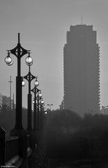 Valencia Straenlaternen b&w (rainerneumann831) Tags: blackwhite hochhaus linien morgenstimmung straenlaterne valencia