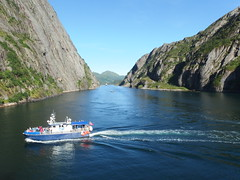 Looking Back in the Trollfjord, Norway (2) (Phil Masters) Tags: 21stjuly july2016 norwayholiday norway raftsund raftsundet thetrollfjord trollfjorden trollfjord shipsandboats