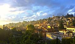 Atardecer en el Albaicín, Granada. (eustoquio.molina) Tags: albaicín granada barrio ciudad atardecer nublado cloudy sunset albaizyn