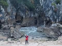 Playa de Gulpiyuri (11) (calafellvalo) Tags: cangasonsgulpiyuriasturiesasturiassidrasidreriacalafellvalo gulpiyuri cangasdeons asturias asturies sidra escanciar sidreria costa acantilados calafellvalo espaa cantbrico