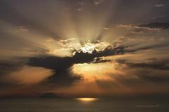 tra capo e stromboli (pamo67) Tags: pamo67 tramonto sunset nuvole clouds raggi rays sole sun controluce backlight mare sea estate summer vulcano volcano luci lights pasqualemozzillo betweencapoandstromboli