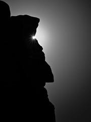 RockStar (W_von_S) Tags: rockstar rocks star felsen stern sonnenstern sonnenaufgang sunrise monumentvalley usa utah us america amerika silhouette blackwhite bw schwarzweis wvons sony werner outdoor landscape landschaft natur nature morgen morning sun sonne face gesicht einfarbig monochrom sunburst