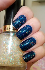 Up to Blue (Nail Plus) + Heavenly (Revlon). (lissa_is) Tags: blue glitter nail nailpolish revlon esmalte nailplus