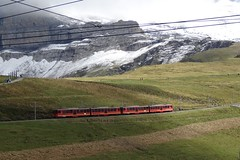 JB Two shuttle trains coming from Eigergletscher with destination Kleine Scheidegg. (Franky De Witte - Ferroequinologist) Tags: de eisenbahn railway estrada chemin fer spoorwegen ferrocarril ferro ferrovia