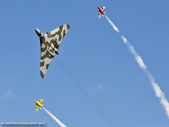 vulcangnats-1-2-1 (Stewart Taylor (SMT Photography)) Tags: history classic photography flying photo aircraft aviation air flight historic airshow vulcan gnat coldwar avro gnats airdisplay vbomber churchfenton avrovulcan folland flyingdisplay follandgnat classicjet