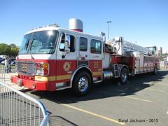 Philadelphia Fire Department Ladder 29 (GhostStationPA86) Tags: philadelphia unitedstates pennsylvania ladder feuerwehr bomberos firedepartment brandweer tiller firebrigade americanlafrance bombeiros