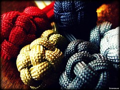 Paracord globe knots (Stormdrane) Tags: christmas blue red glass make silver ball pull gold design belt keychain loop decorative steel gray knife tie craft hobby chrome needle gift present zipper flashlight create marble pocket edc weave share core braid scouting fob bearing everydaycarry useful lanyard lacing paracord fid marlinspike 550cord stormdrane globeknot