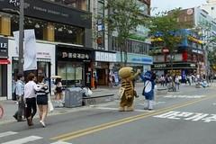 Seoul 2016 (mauxditty) Tags: seoul korea southkorea lunnanniversasia asia sinchon highfive cats mascots