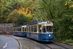Der M4-Zug 2412/3407 hat das Maximilianeum umfahren und erreicht die gleichnamige Haltestelle (Bild: Andy Paula) (Frederik Buchleitner) Tags: 2412 3407 linie10 mwagen m4 mvg maximilianeum munich mnchen mnchentram stadtrundfahrt strasenbahn streetcar tram trambahn mnchen mnchentram straenbahn