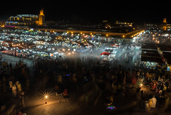 (Miguel M.A.S.) Tags: 1855mm 2016 miguelmas candid fuji largaexposicion lomejordemarruecos nocturna nocturnas street taller xt10