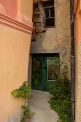 Valloria (096) (Pier Romano) Tags: valloria porte porta dipinta dipinte door doors painted imperia liguria italia italy nikon d5100 paese town dolcedo artisti pittori