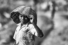 child miner (daniele romagnoli - Tanks for 15 million views) Tags:    indien india romagnolidaniele d810 nikon asia  inde indiano indiani  strada street road bianconero biancoenero bw indie portrait ritratto sguardo blackandwhite face monocromo monochrome miners minatori coalmines coal mines bambino jharia jharkhand dhanbad carbone miniera