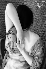 Persona d'arte   Aristic Person 5 (diemmezeta) Tags: 芸 者 geisha geishe artisticperson personadarte bianco nero dark light blackhair capellineri longblackhair hair capelli hand hands mano mani neck collo makeup swallowtail swallow tail model modella pose posa portrait ritratto dancer artist artista