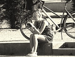 Girl & bike (Eric_G73) Tags: street summer people blackandwhite bw sun girl bicycle candid streetphotography nb candidphotography