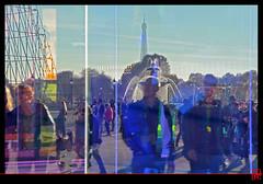 Paris  travers le pavillon Colorer (mamnic47 - Over 6 millions views.Thks!) Tags: paris toureiffel reflets coucherdesoleil placedelaconcorde touristes phares lesgens fontainedesmers img5636 paris8e pavilloncolorer 350anssaintgobain