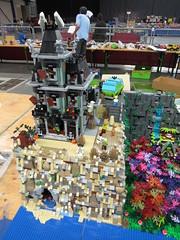 IMG_6849 (LUG Festibriques) Tags: montagne dragon lego exposition fantasy hotdogs jeu caverne fantastique auxerre 2015 scoubidou festibriques