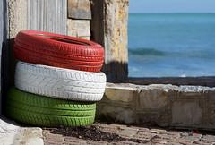 (Marci's) Tags: sea verde italia mare rosso bianco sicilia bandiera tricolore porticello copertoni