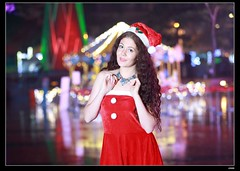 nEO_IMG_DP1U6740 (c0466art) Tags: christmas city light portrait reflection girl rain night canon garden photo big amazing colorful pretty view julia outdoor gorgeous event lamps charming russian celebrate decroration 1dx banchao c0466art
