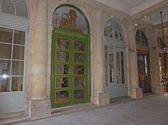 2015.10.25.043 PARIS - Palais Royal (alainmichot93 (Bonjour  tous)) Tags: paris france seine architecture ledefrance palaisroyal colonnade colonne richelieu 2015 lergent xviimesicle paris1erarrondissement