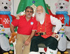 AMM_6435 (U.S. Army Garrison - Miami) Tags: santa christmas family coastguard food court children beard real toy army happy holidays florida miami military south families navy ceremony giveaway marines cheer pao bazaar claus airforce partnership doral garrison mcqueen southcom aafes usag imcom fmwr