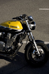 Yellow Yam (Steph Blin) Tags: yellow jaune parking route moto motorcycle yamaha vitesse japenese 2roues
